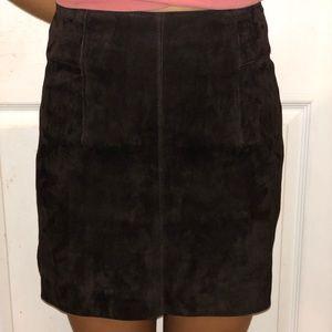 Brown sued mini skirt